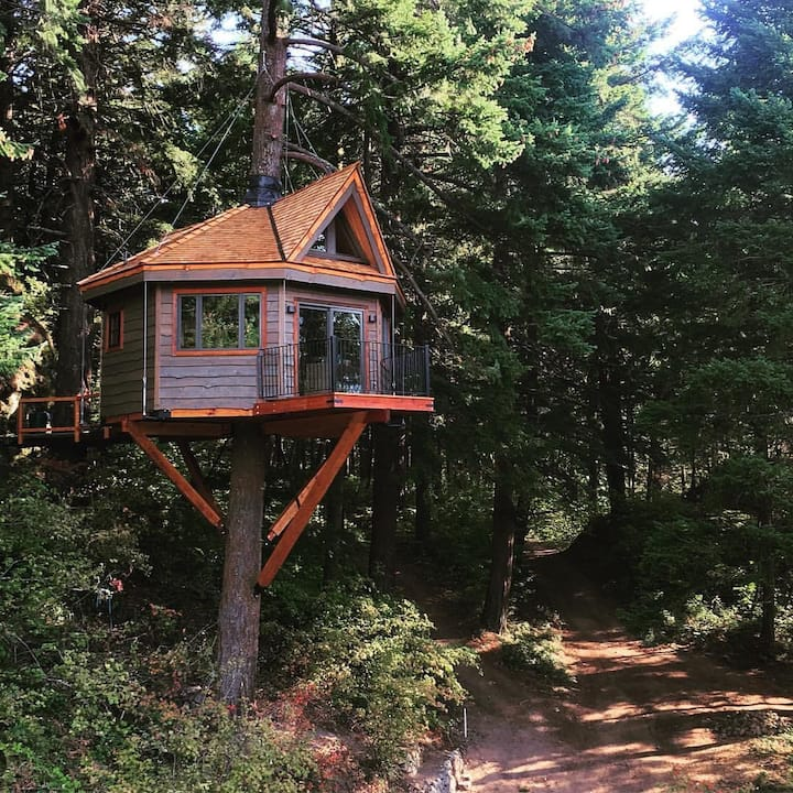 Treehouse in the Columbia River Gorge!