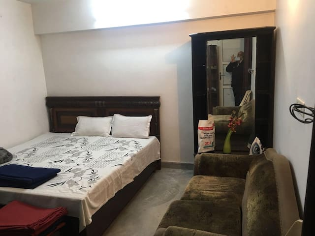 Beautiful clean home, 2 min metro, 20 min airport - New Delhi - Appartement
