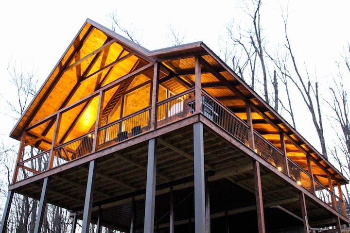 Mountain Crest, Treetop Cabin Experience