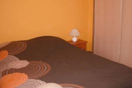 Chambre privée de 10 m² dans maison individuelle - Vihiers - 独立屋