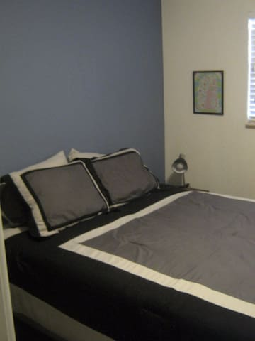 Quiet Sleep and Study on Light Rail and Bike Trail - Lakewood - Appartement