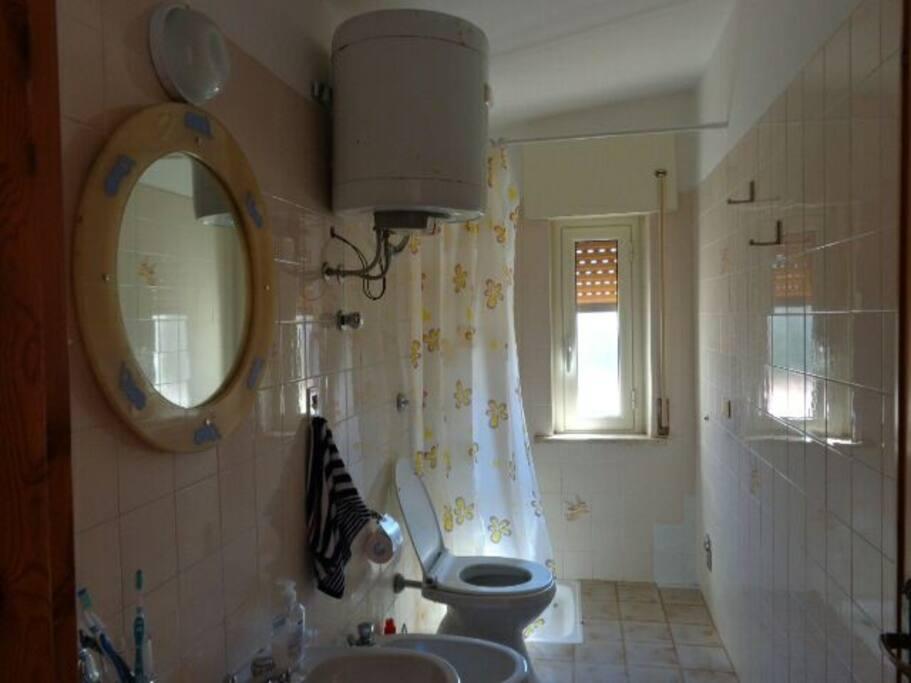 Ванная комната, совмещенная с туалетом