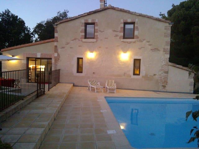 maison  CARACTERE  piscine chauffée - Roumens - Casa