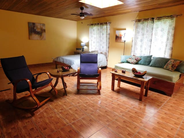 Fantastic Location - Comfortable and cozy - Nuevo Arenal - Daire
