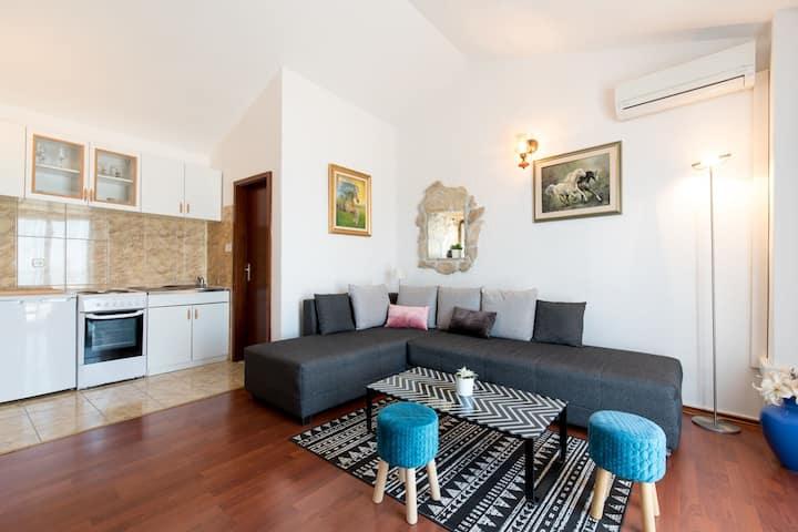 Magnífica casa de vacaciones en Podstrana con jardín