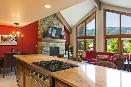This fabulous townhome is located in the most desirable area of Deer Valley. - Townhouse