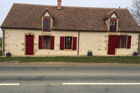 """Gite de 110m2, """"les petits cris"""" - Mornay-Berry - House"""