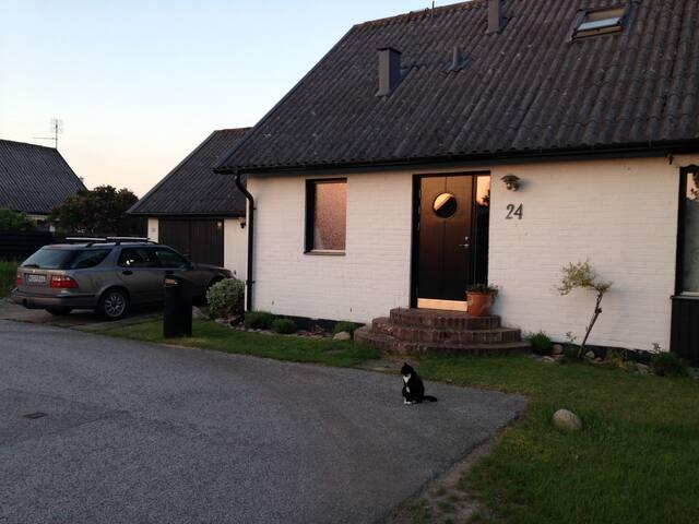Trivsamt hus i havsnära sommaridyll - Skanör - Dům