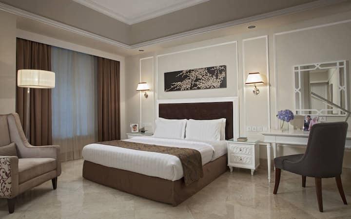 Spacious 2 Bedroom Premier - Flexi Rate
