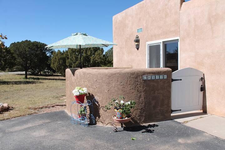 Casita: long term rental with a pet friendly yard