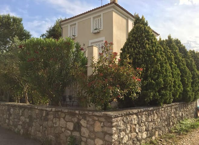 Holiday House In Loggos