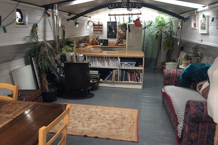 Double room on gorgeous Dutch barge in east London - Londres - Bateau