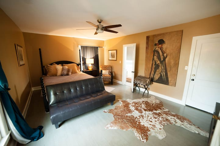 The Holly House King Suite