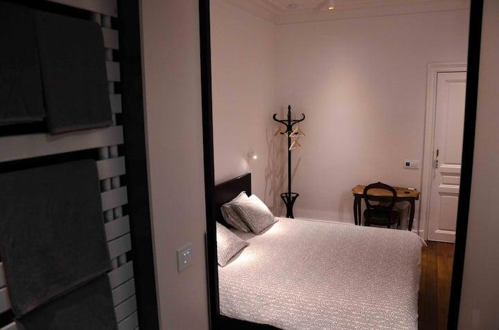 Albert Moliere : small doube room