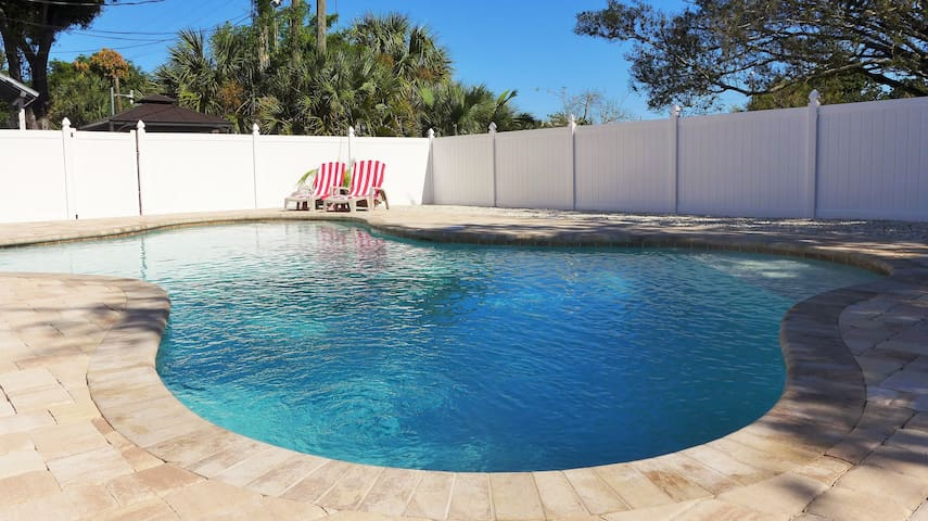 Room Naples in Fort Myers * FROM $790 PER MONTH