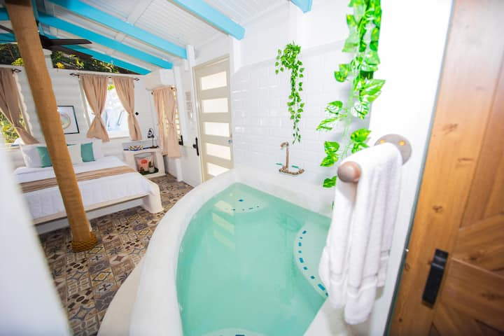 Casa Grecia Private Pool + Tub | Tiny House