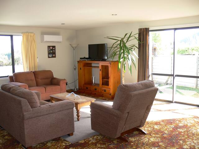 Its a large flat close to Wanaka ,private,ensuite - Lake Hawea