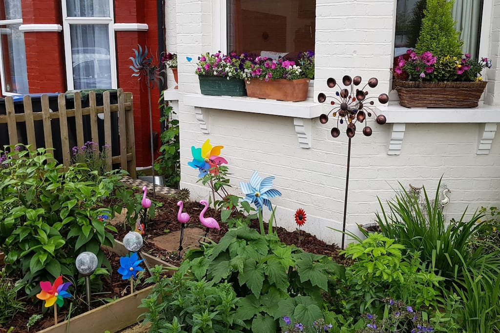 Front garden - just head for the windmills!