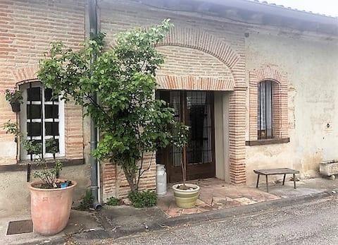 Village house in the heart of Caubiac