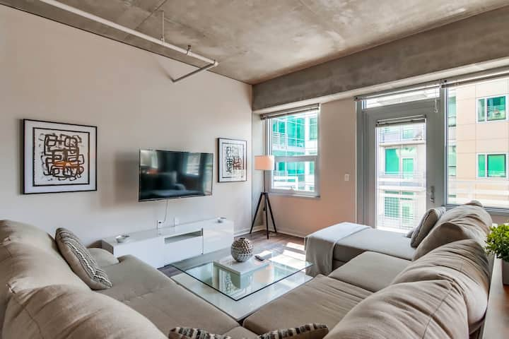 Trendy Downtown San Diego 2 Bedroom Apartment