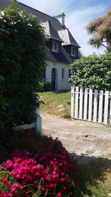 L'entrée au 20 chemin des dunes.... passage protégé juste devant la maison.