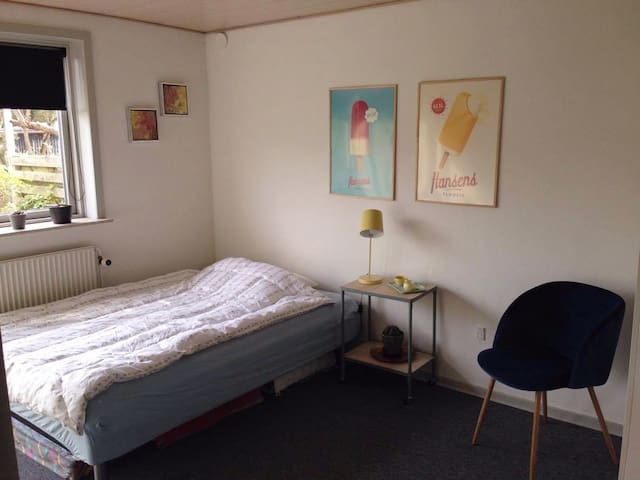 Bright newly renovated room close to nature