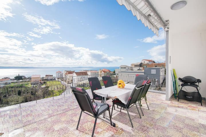 Seventh Haven- Two Bedroom Apartment with Sea View