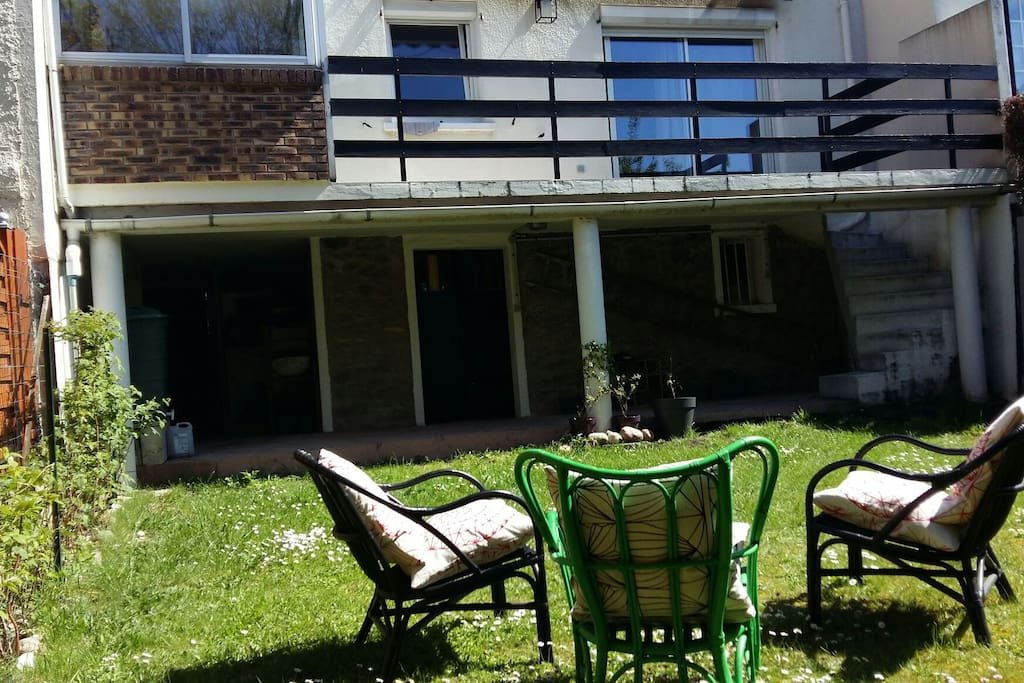 Grande chambre dans maison avec jardin maisons louer - Maison a louer 3 chambres avec jardin ...