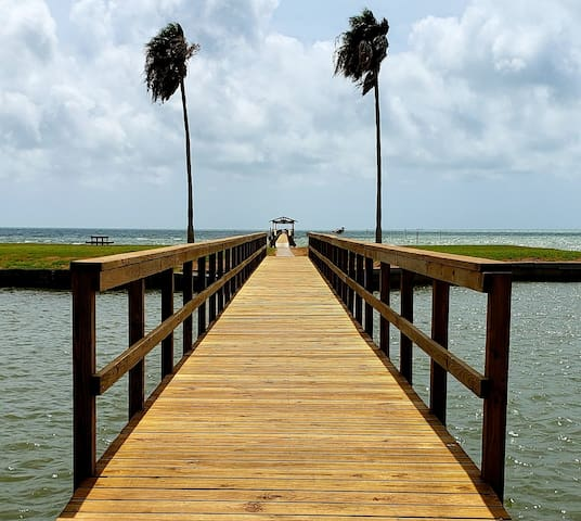 Rockport, TX - Waterfront Retreat, 2 BDRM 2 Bath