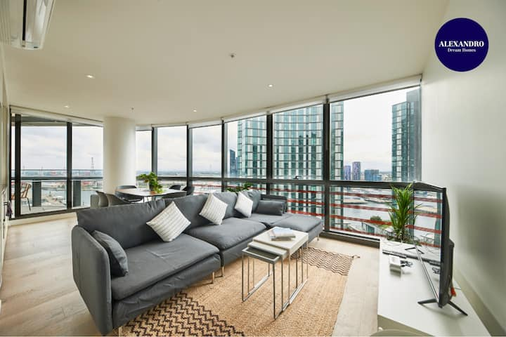STUNNING 2 BED 2 BATH STYLISH UNIT // FREE PARKING