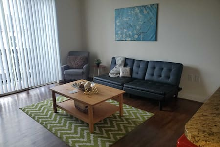Trendy, Walkable 1BR Apt Plaza Midwood w/ Balcony