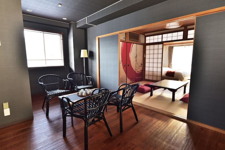 Spacious designer room/5 min to Shinsaibashi