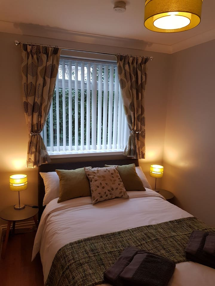 Lovely Room,Double Bed, Free Continental B'Fast.
