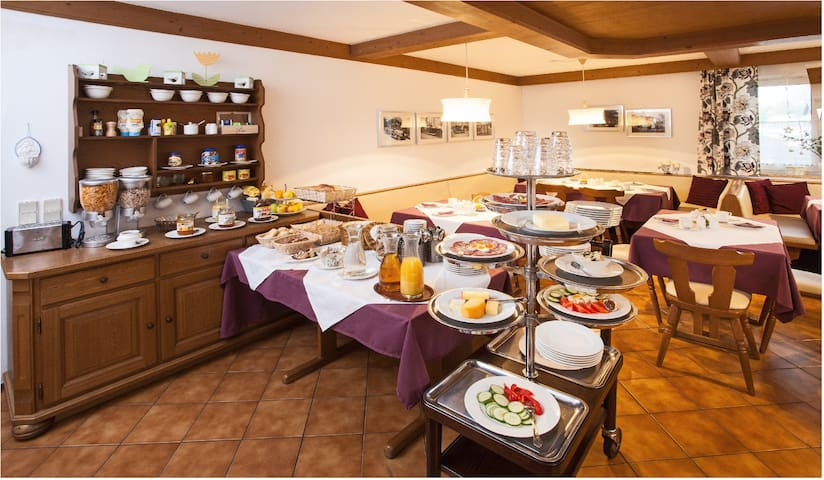 Gästehaus - Golling an der Salzach - Szoba reggelivel
