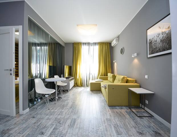 Stylish street view one bedroom apartment ID203