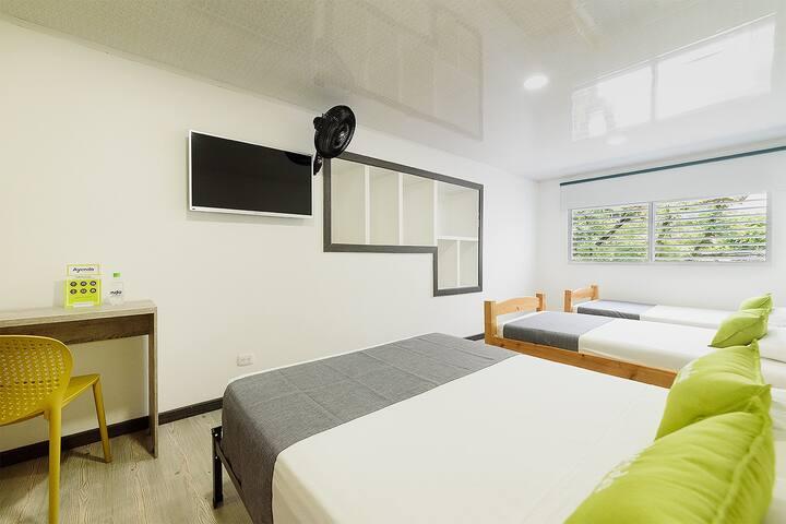 Ayenda 1403 Sultana, Quadruple Room