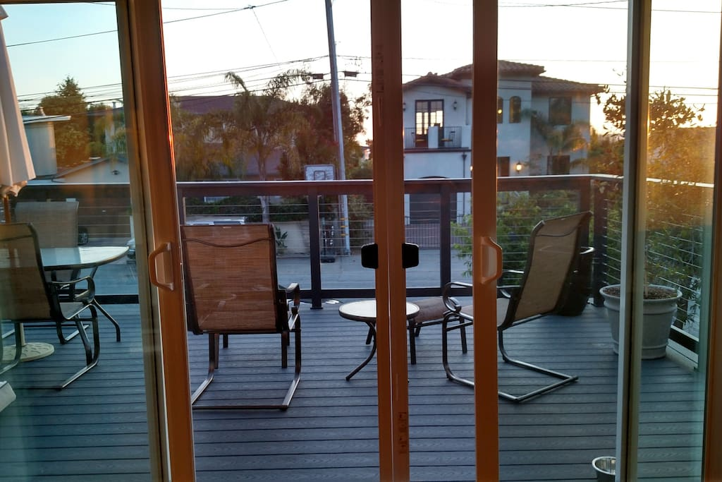 Front deck on 2nd floor is large, has nice sitting and dining area for 6.