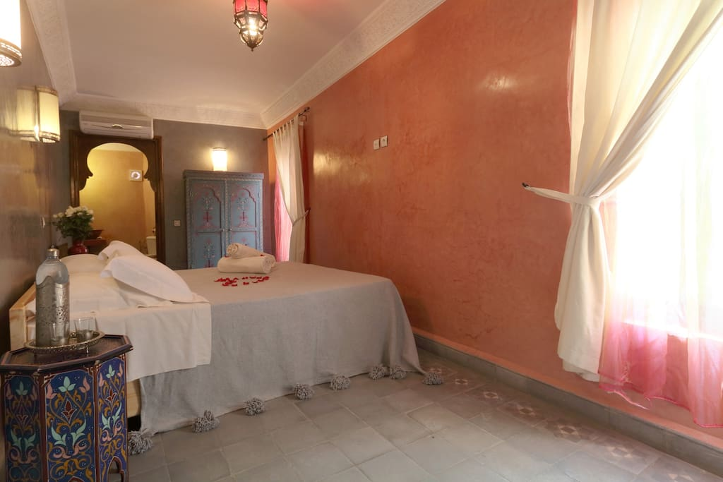 Comfortable double room with a double bed; A. C. and towels included. furnished in typical moroccan style