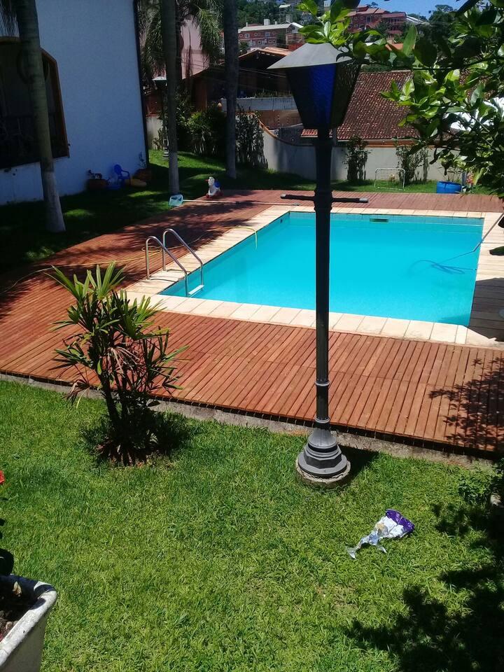 Quarto suite solteiro lavanderia cozinha piscina