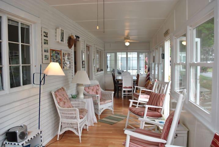 Cozy Lake Michigan Cottage - South Haven - Talo