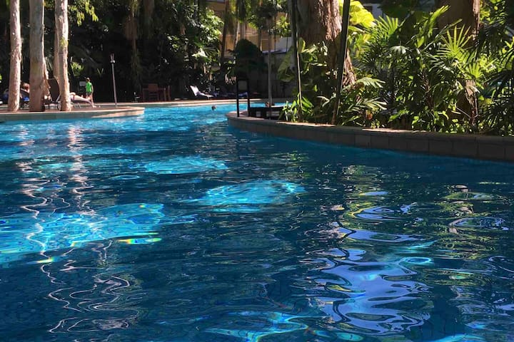 2bed beach-resort apartment 10steps to pool