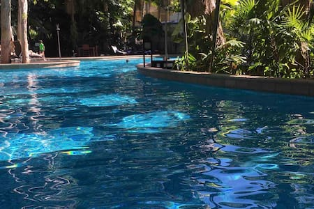 Luxury 2bed beach-resort apartment 10steps to pool