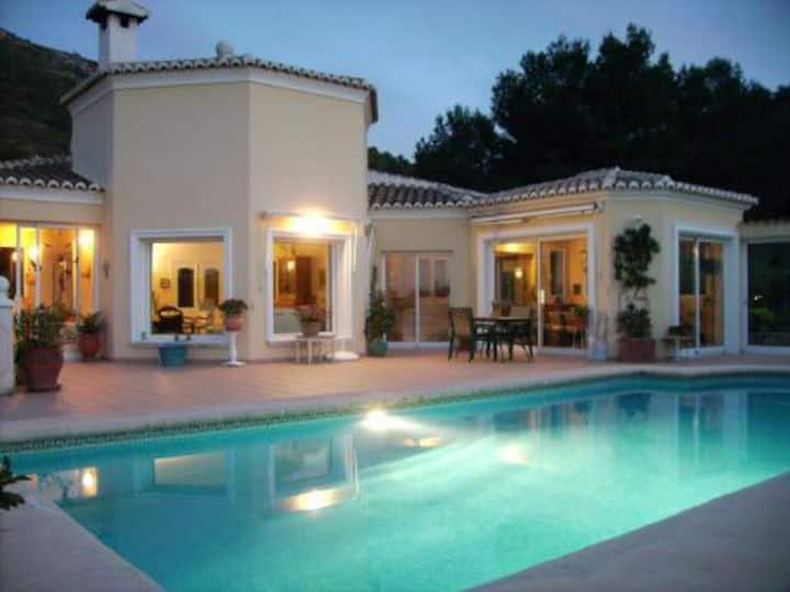 VILLA LUXUEUSE DENIA