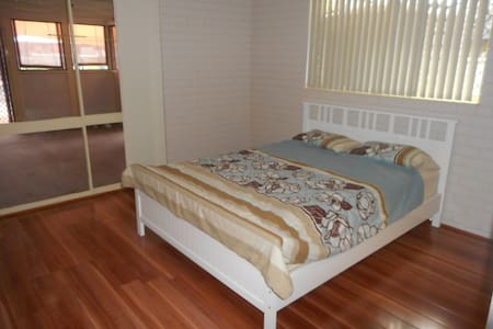 Large master room with ensuite. - Wishart