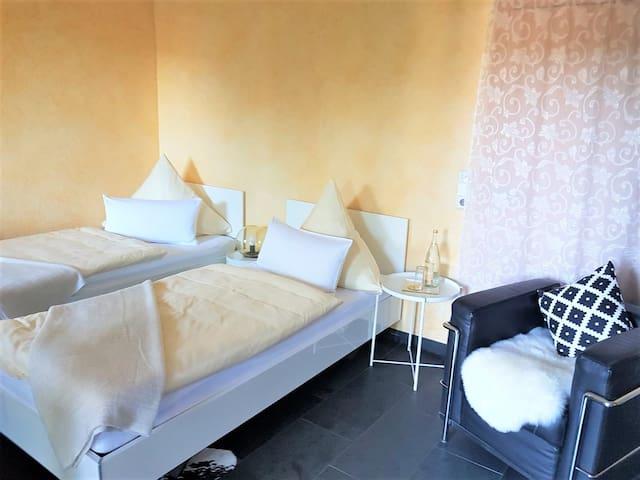 Gästezimmer Hortensie, (Weil der Stadt), Doppelzimmer mit Dusche und WC