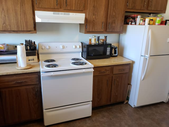 AIRNB Furnished Mt. Prospect Apt w/ Many Amenities