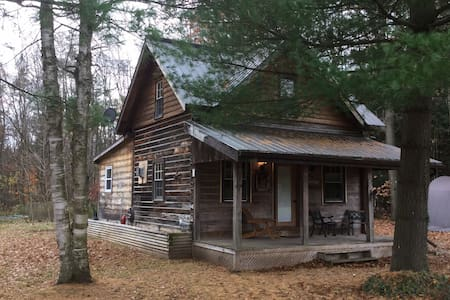 Homestead Cabin: Perfect couples/singles getaway