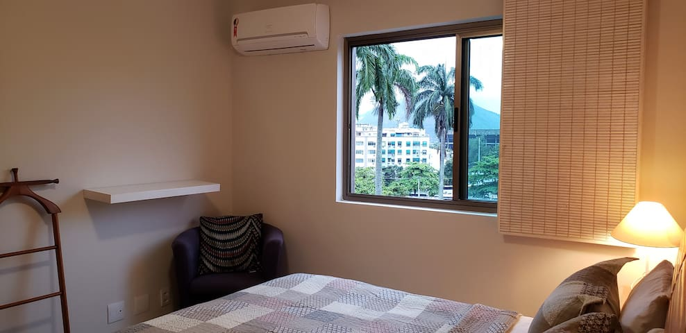 Suite com ar condicionado e blackout > Suite with air conditioning and blackout