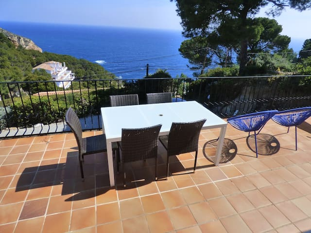 Apartment air-con,large terrace,swimming pool,WIFI