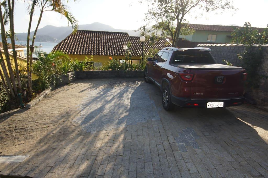Estacionamento para 3 carros